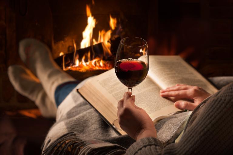 8 Pasangan Wine untuk Semua Bacaan Anda Selama Masa Karantina