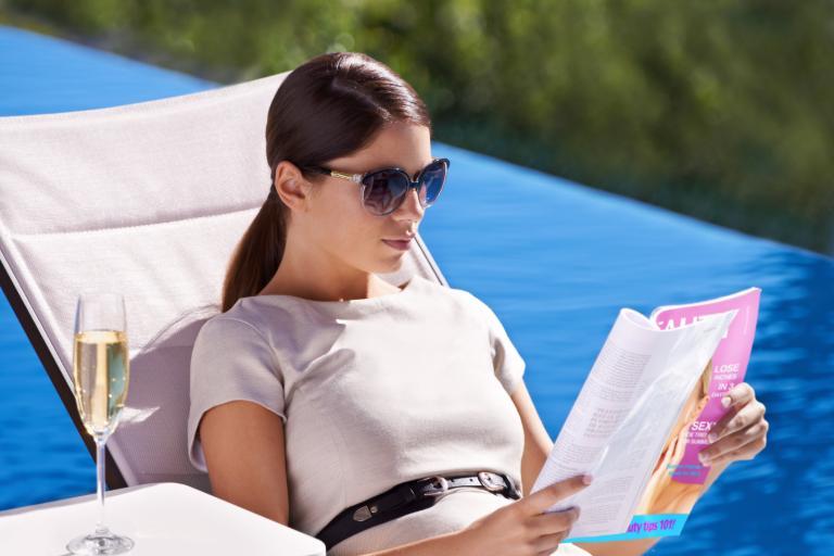 자체 격리 기간 동안 읽을 책과 와인 페어링 8 가지