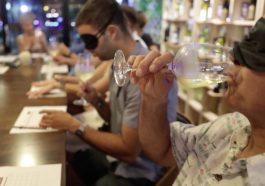 การชิมไวน์แบบไบลนด์เทสติ้งที่ร้าน Wine Station: ประสบการณ์ที่มีความสนุกสนานและจะเป็นที่น่าจดจำในการลองชิมไวน์ใหม่ ๆ ที่ภูเก็ต