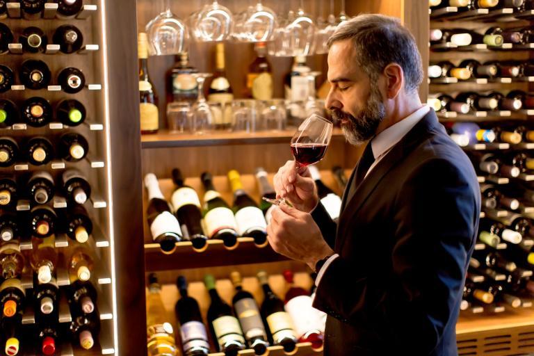 葡萄酒可保存很长一段时间。葡萄酒进行陈年后会发生何种变化?
